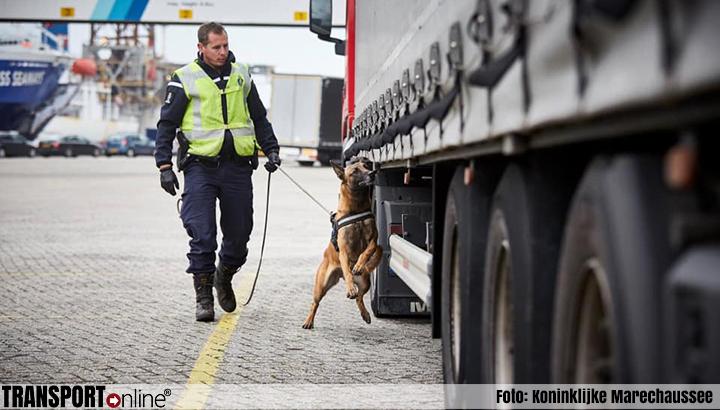Koninklijke Marechaussee ontdekt vreemdelingen in vrachtwagen in Vlissingen