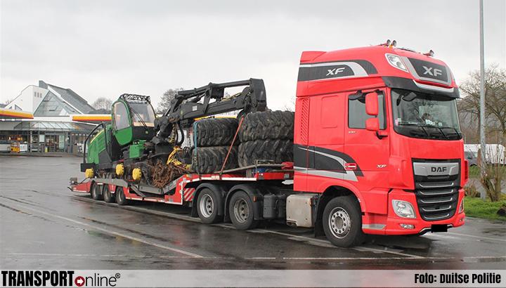 Duitse politie zet transport stil vanwege slechte ladingzekering [+foto's]