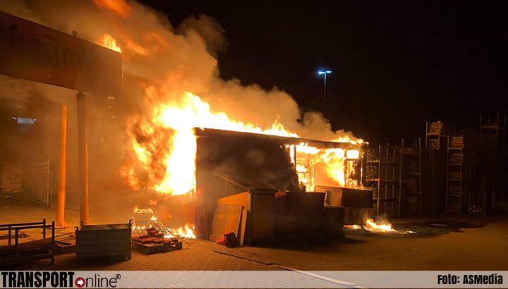 Flinke brand op terrein Heijmans, vrachtwagenchauffeur door brandweer gewekt [+foto's]