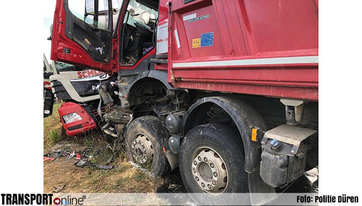 Vrachtwagenchauffeur komt om het leven bij frontale aanrijding [+foto]