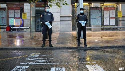 Weer honderden doden in Spanje, maar minder nieuwe besmettingen