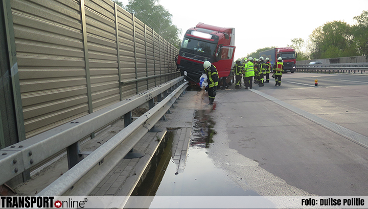 Bijrijder gewond na ongeval met vrachtwagen op Duitse A1 [+foto]