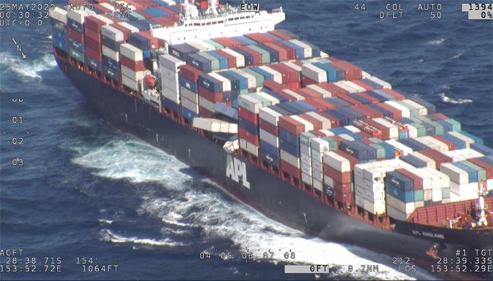 Containerschip de 'APL England' verliest veertig containers nabij kust van Australië [+video's]
