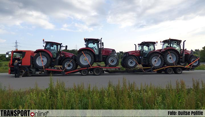 Poolse autotransporter met vier tractoren van de weg gehaald [+foto's]