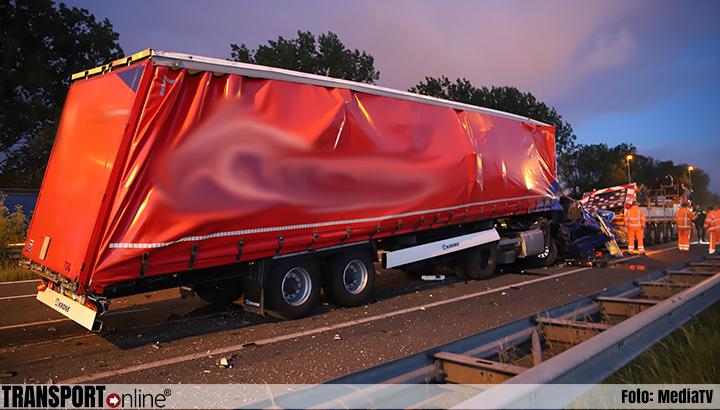 Vrachtwagen botst op pijlwagen op A12 [+foto]