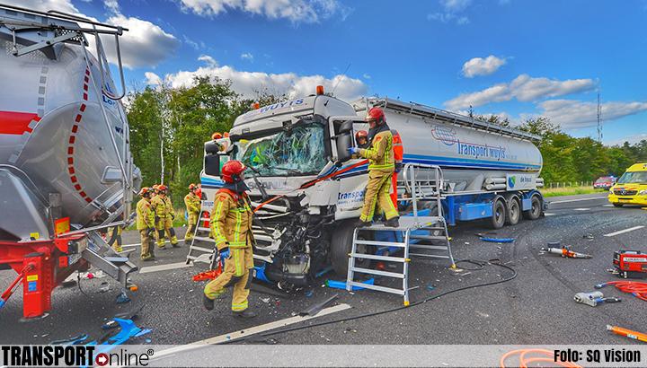 Meerdere ongevallen met in totaal zes vrachtwagens op A67 [+foto's]