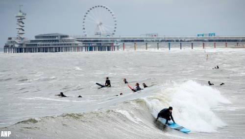 Defensie zoekt naar lichaam vijfde surfer Scheveningen