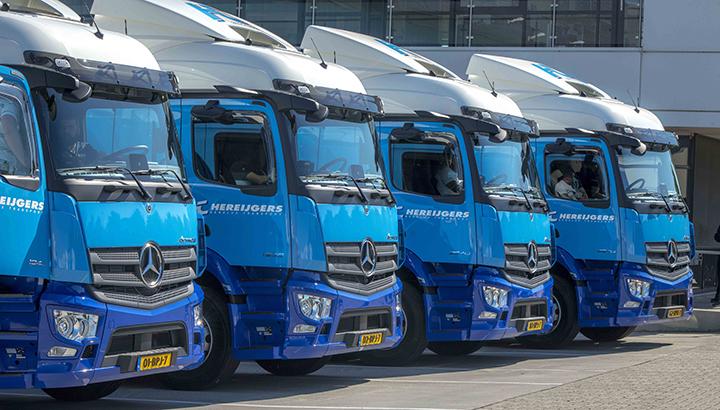BAS Group maakt chauffeurs blij met vier nieuwe Mercedes-Benz Actros trucks