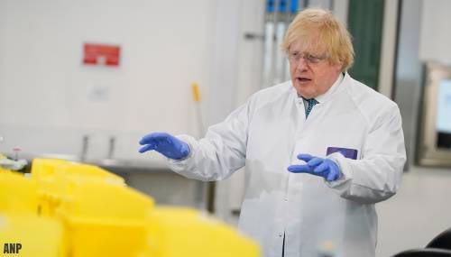 Johnson: 'social distancing' in VK mogelijk versoepeld in juli