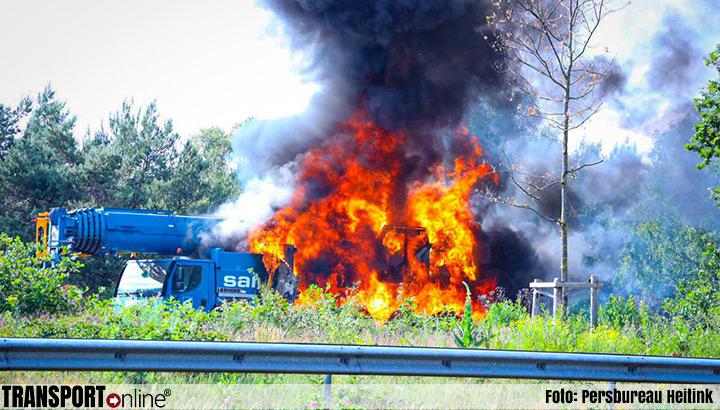 Kraanwagen in brand op A50 [+foto]