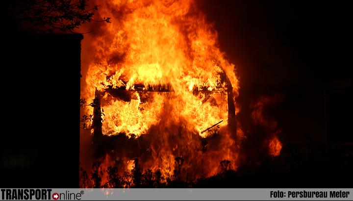 Vrachtwagen trekker en twee trailers uitgebrand in Winschoten [+foto]