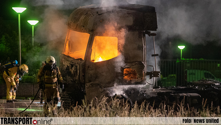 Vrachtwagen volledig uitgebrand in Zutphen [+foto]