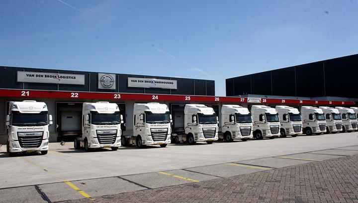 Zeventien nieuwe DAF's voor Van den Broek Logistics