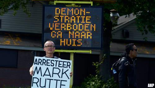 Betogers toch naar Haagse Malieveld, politie haalt ze weg