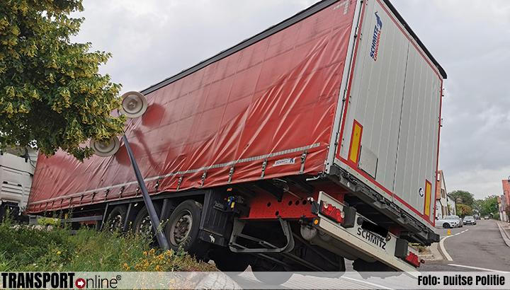 Leerling chauffeur schat vrachtwagen wat kleiner in [+foto's]