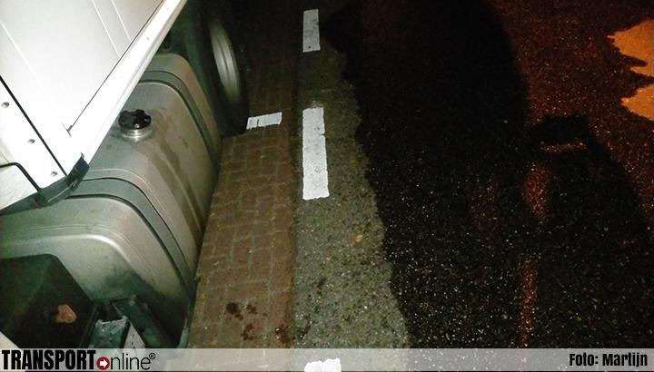 Vrachtwagenchauffeur kan nergens terecht met melding nadat dieven in het holst van de nacht 250 liter diesel stelen [+foto's]