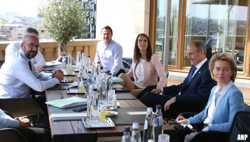 EU-leiders na hele dag onderonsjes samen rond de tafel