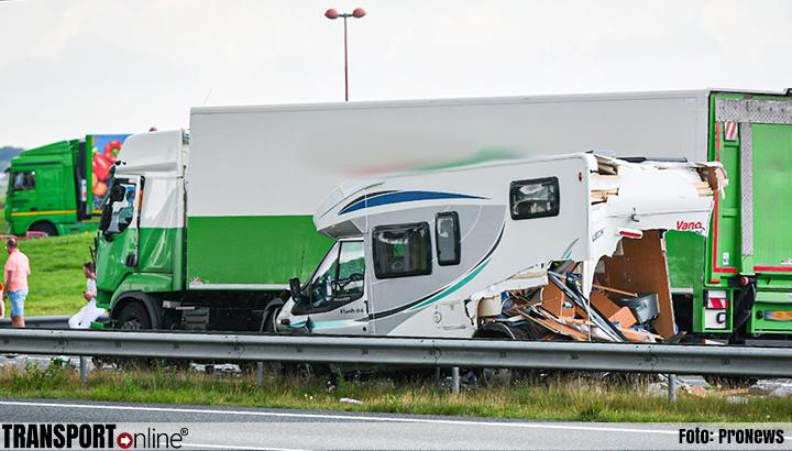 Aanrijding met meerdere voertuigen op A32, snelweg deels afgesloten [+foto]