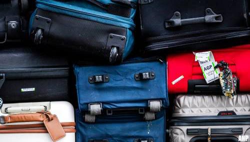 Mensen onwel na openen koffer op Schiphol