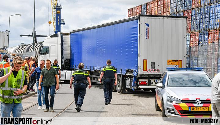Aanrijding goederentrein en vrachtwagen in Dordrecht [+foto]