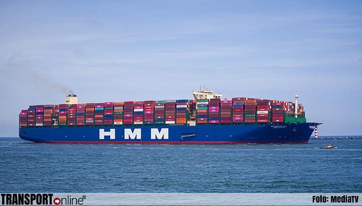 Maiden trip voor HMM Rotterdam in Rotterdamse haven
