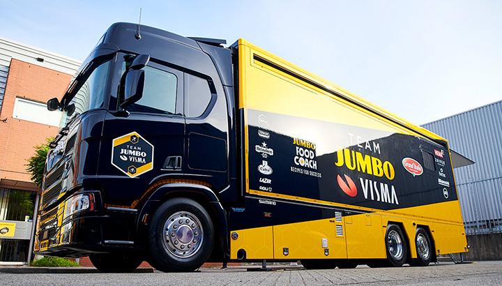 Bijzondere Scania kooktruck gaat team Jumbo-Visma ondersteunen