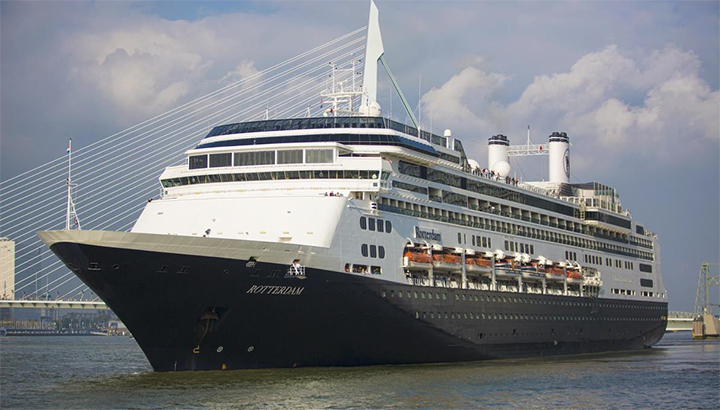 Holland America Line's Rotterdam meert op 10 augustus voor de laatste keer aan in Rotterdam