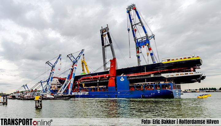 UHL Fast lost drie enorme binnenvaartcasco's in Rotterdam