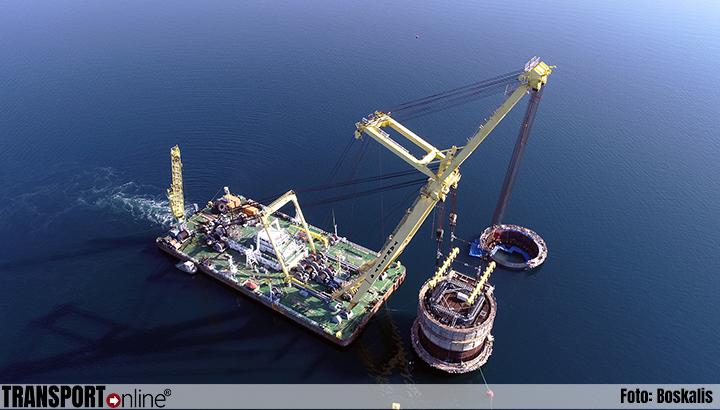 Boskalis' veelzijdige en gespecialiseerde vloot benodigd voor twee uitzonderlijke transport- en installatieprojecten