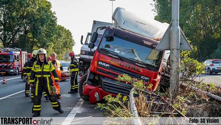 A27 dicht na ongeval met vrachtwagen en auto [+foto]