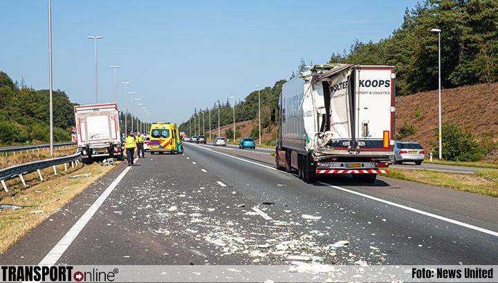 Aanrijding met twee vrachtwagens op A50 [+foto]