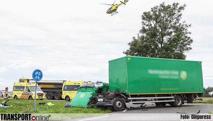 Gewonde bij frontale aanrijding tussen twee vrachtwagens op N352 [+foto's]