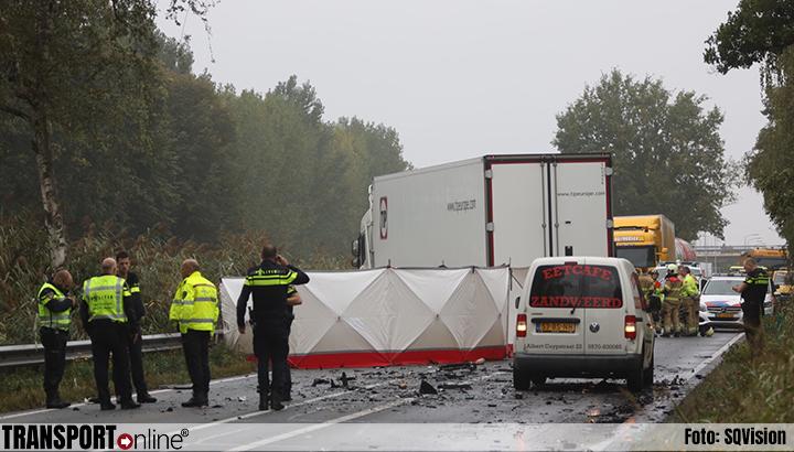 Auto botst op vrachtwagen op N279: één dode [+foto's]