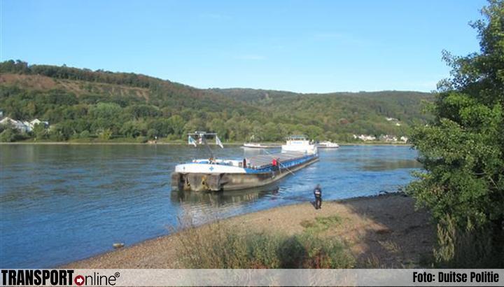 Binnenvaartschip loopt aan de grond in de Rijn [+foto]