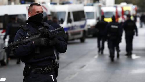Meerdere metrostations Parijs dicht na mogelijk terreurincident