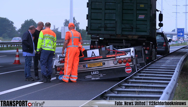 Vrachtwagen aanhanger verliest vier wielen op A18 [+foto]
