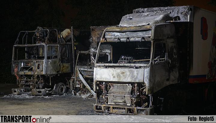 Drie vrachtwagens uitgebrand in De Lier [+foto]
