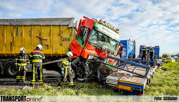 Aanrijding met twee vrachtwagens op A59 [+foto]