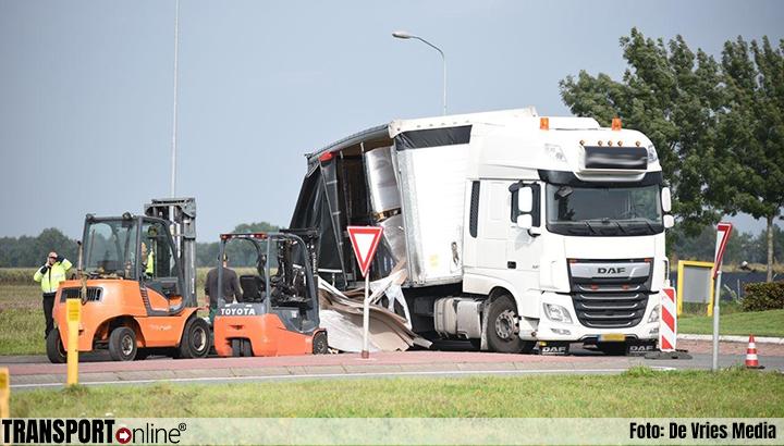 Vrachtwagen verliest lading op rotonde N367 [+foto]