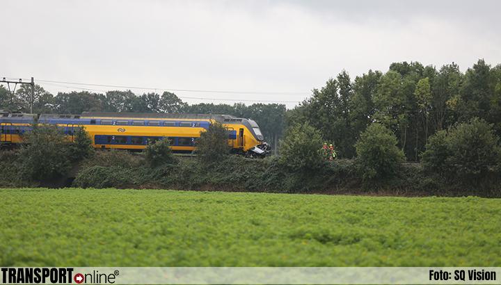 Dode bij aanrijding trein en auto in Wouw [+foto]