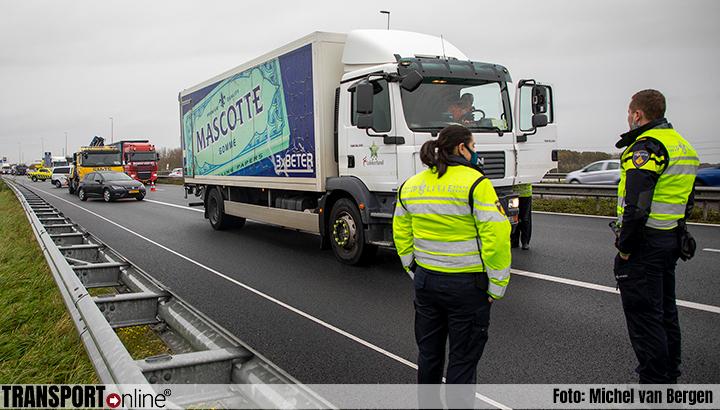 Veel vertraging door onwel geworden vrachtwagenchauffeur op de A9 [+foto]