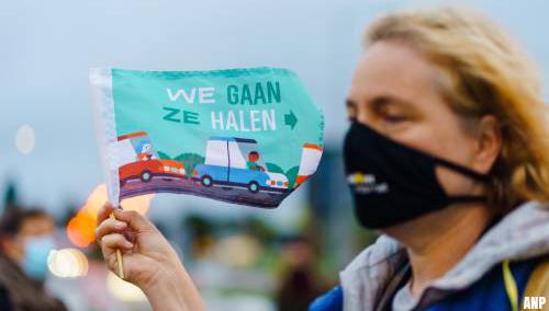 Vliegtuig voor vluchtelingen mag niet landen op Lesbos