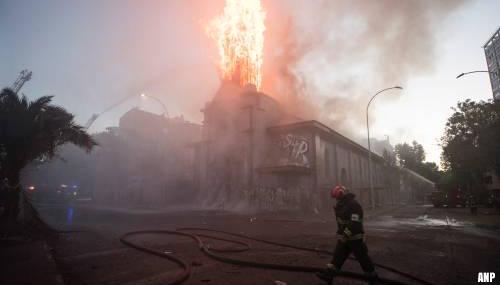 Kerken in brand gestoken tijdens gewelddadige rellen in Chili
