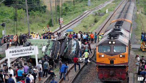 Veel doden door botsing tussen trein en bus in Thailand