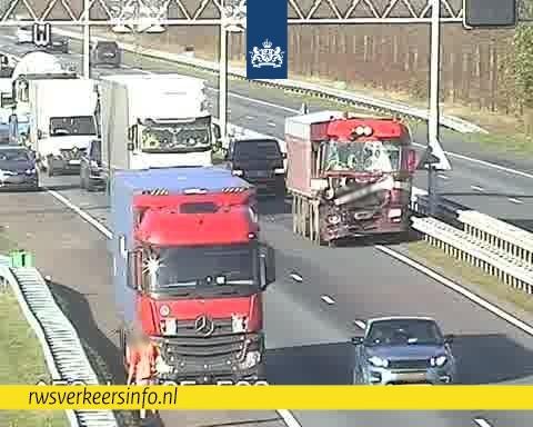 Ongeval met meerdere voertuigen op A58
