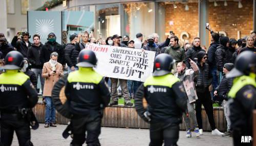 Tegenstanders van Kick Out Zwarte Piet slaags met ME