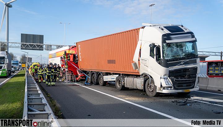 Ernstig ongeval met meerdere vrachtwagens op A15 [+foto]