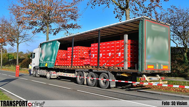 Vrachtwagen verliest kratten kruidenlimonade [+foto]