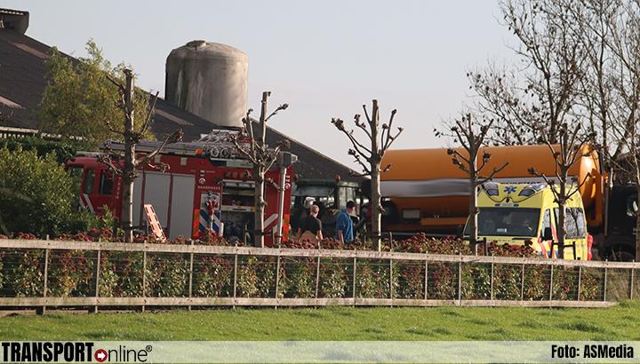 Persoon onder vrachtwagen raakt zwaargewond in Oudewater [+foto's]