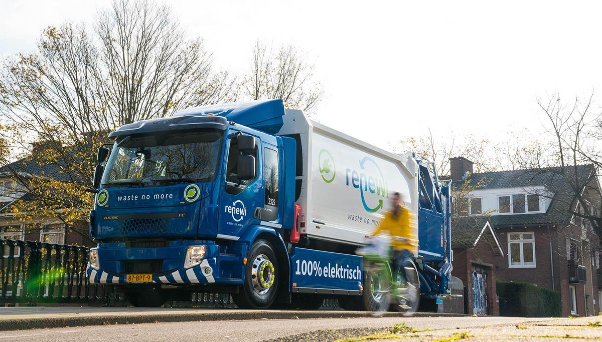 Eerste in serie geproduceerde zware elektrische Volvo-truck rijdt voor Renewi